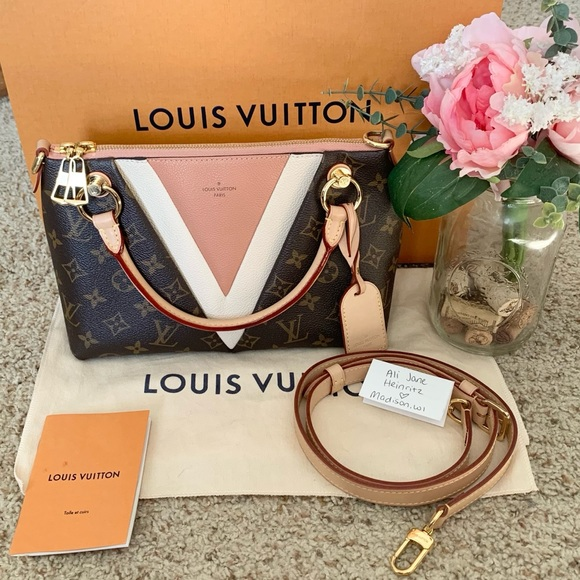 ❌SOLD❌🦄Louis Vuitton V tote bb Triangle Bag🦄